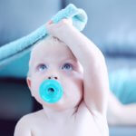 Baby_,it_Schnuller_photo_by_sharon-mccutcheon-775538-unsplash
